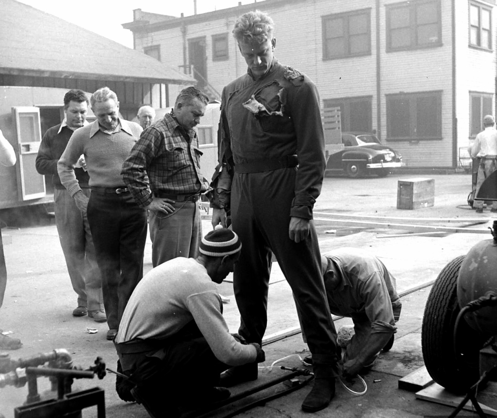 James_Arness_behind_the_scenes_-_The_Thing_(1951)